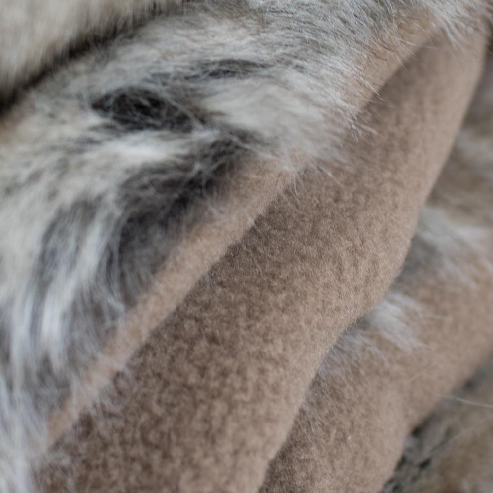 Imitatiebont Plaid Wolf.Plaid Imitatiebont Wolf Winter 220x240cm